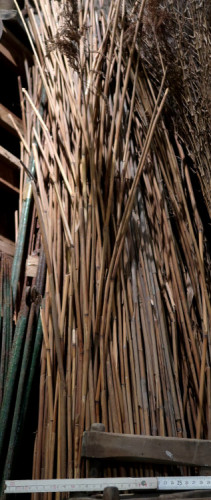 Bundle of marsh reeds used to generate the fire necessary to bend with heat the wooden planks.