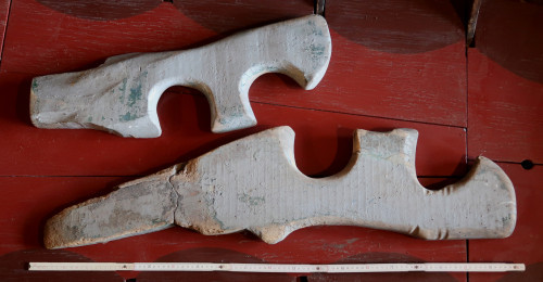 peculiar oarlocks of the lagoon boats, called